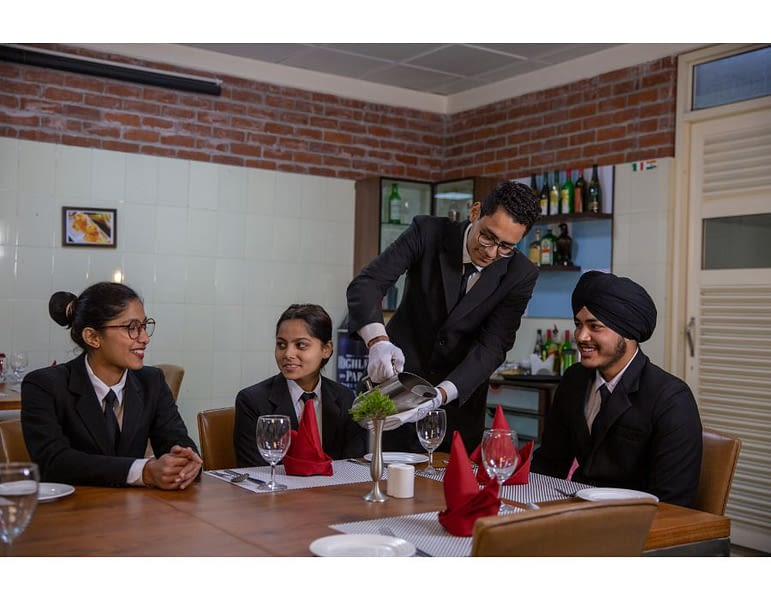 HOTEL MANAGEMENT COURSE IN DETAIL